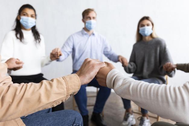 personas en la terapia de grupo